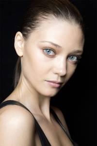 hbz-beauty-ss2015-trends-brown-eyed-girl-J-Mendel-bks-M-RS15-1369-lg