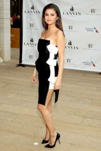Selena-Gomez_glamour_13may14_rex_b_592x888